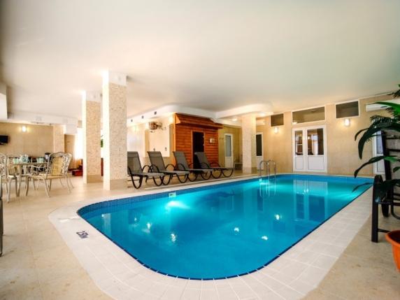 гостиница Крыма с  бассейном