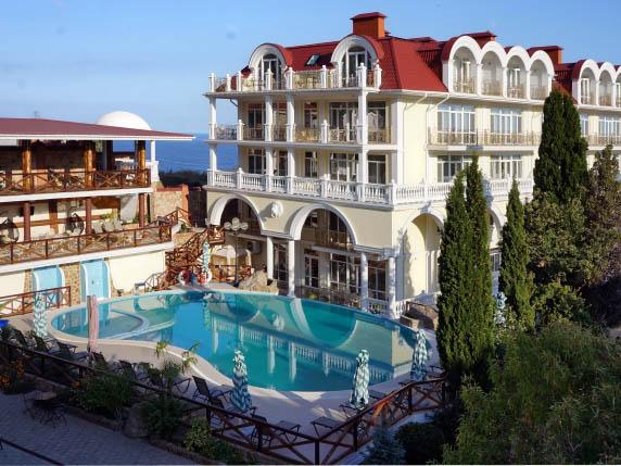 СПА отель в Ялте с бассейном на берегу моря!